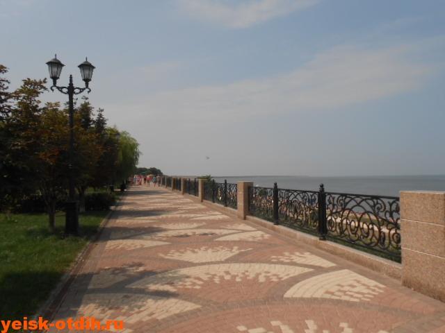 taganrogskaya-naberezhnaya-eysk-2017