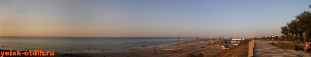 Панорама пляжа Каменка и набережной Ейск