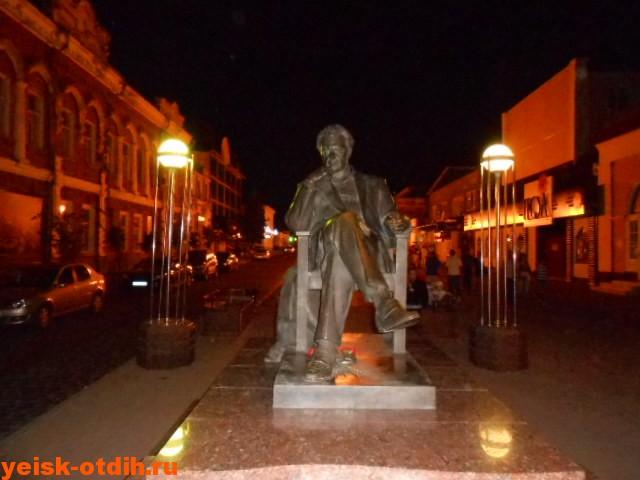 памятник бондарчук ейск