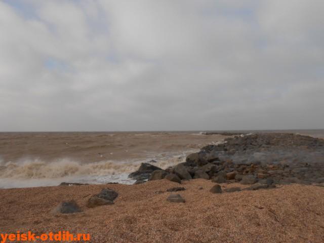молодежный пляж ейск шторм