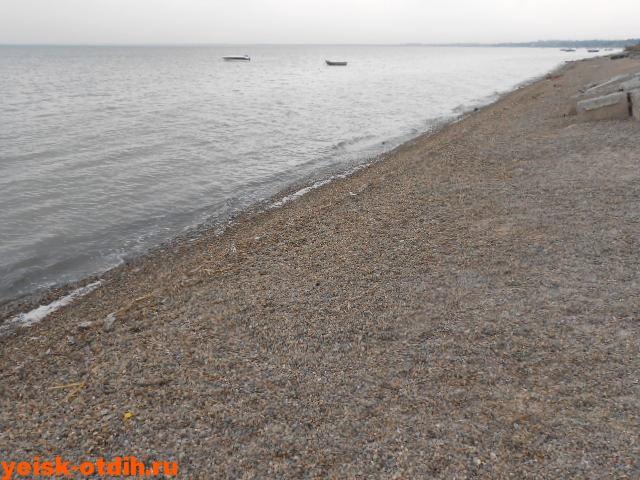 галечный пляж ейск
