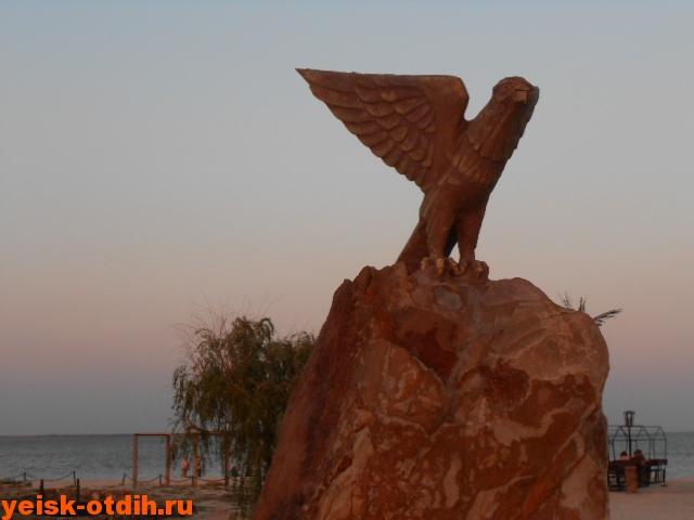 памятник орлу