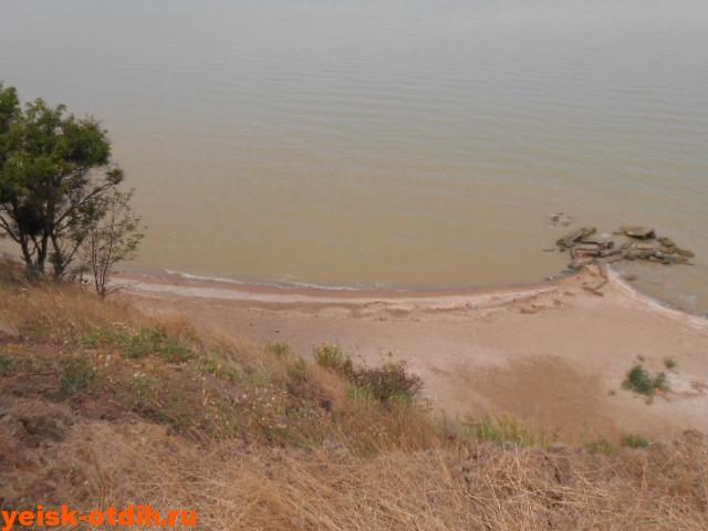 берег у поселка морской