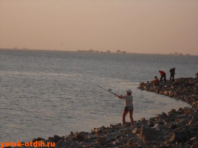 рыбалка на пляже каменка