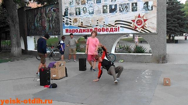 ulichnyie-tantsoryi-v-eyske